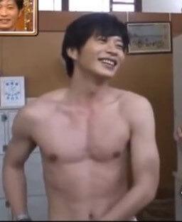 2018年10月25日放送の「櫻井有吉THE夜会」で田中圭さんの無駄にいい体の秘密が公開されました!