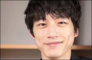 坂口健太郎 髪型